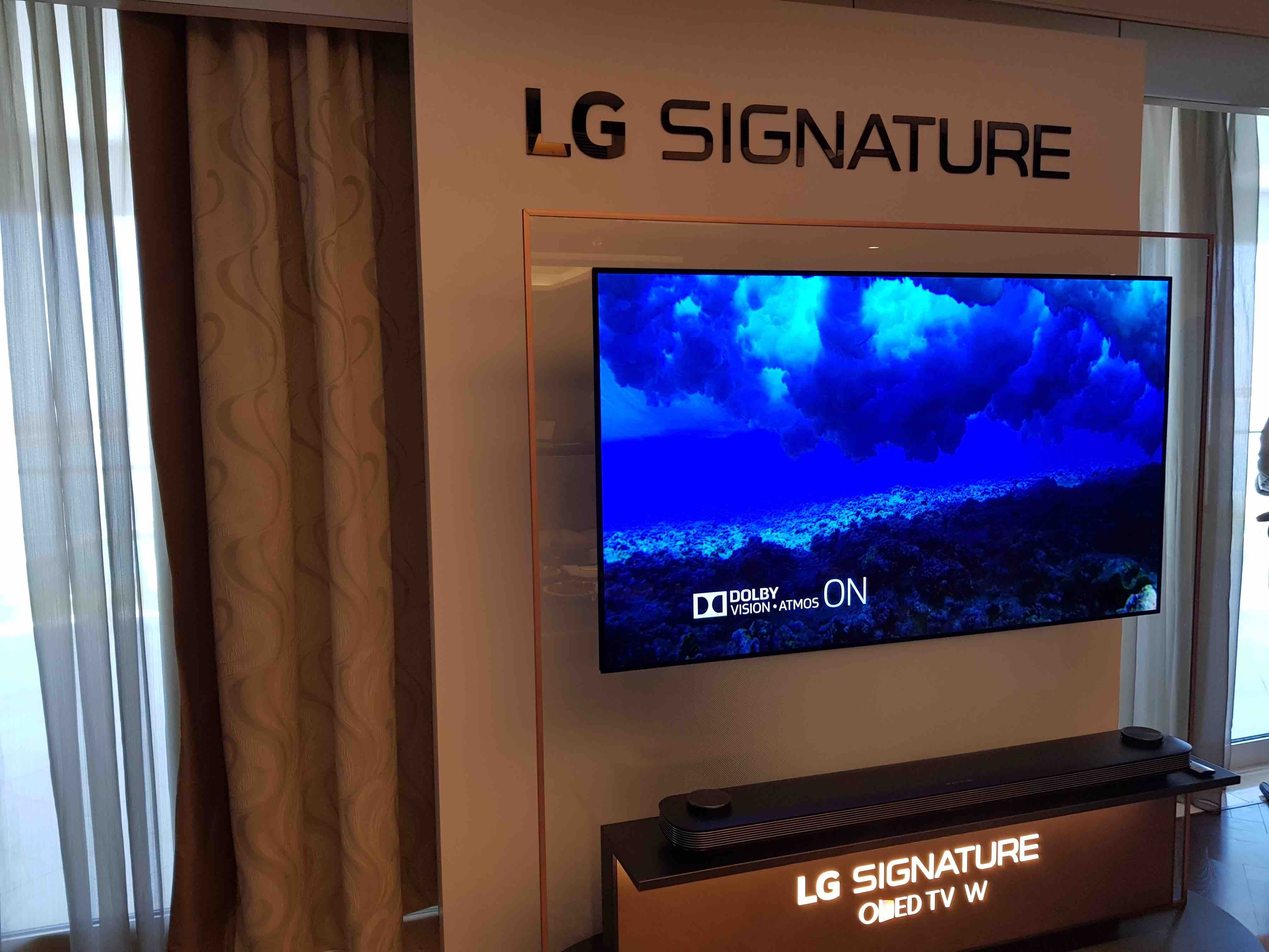 photo gallery lg signature oled w tv launch channel. Black Bedroom Furniture Sets. Home Design Ideas